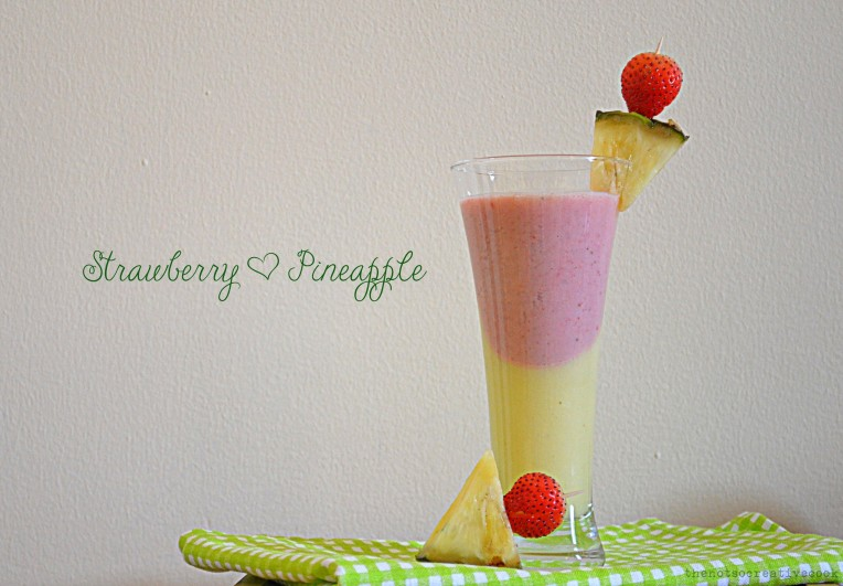 thenotsocreativecook-StrawPineappleSmoothie