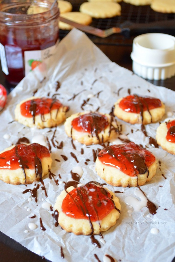 Dark Chocolate Strawberry Shortbread Cookies - The Not So Creative Cook